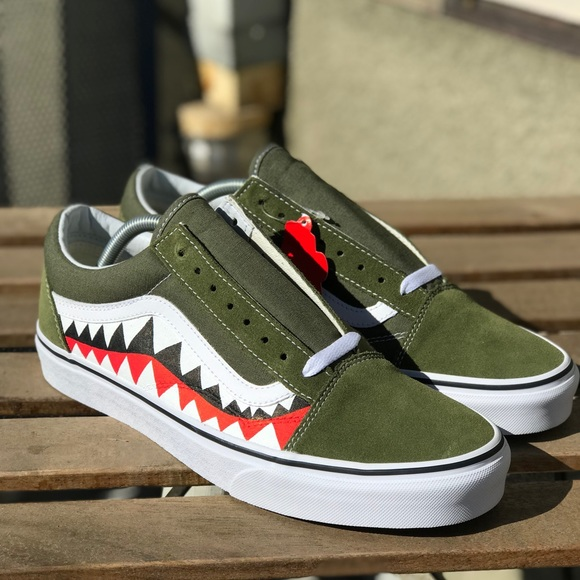 3813462bbee126 Custom Green Sharkteeth Vans